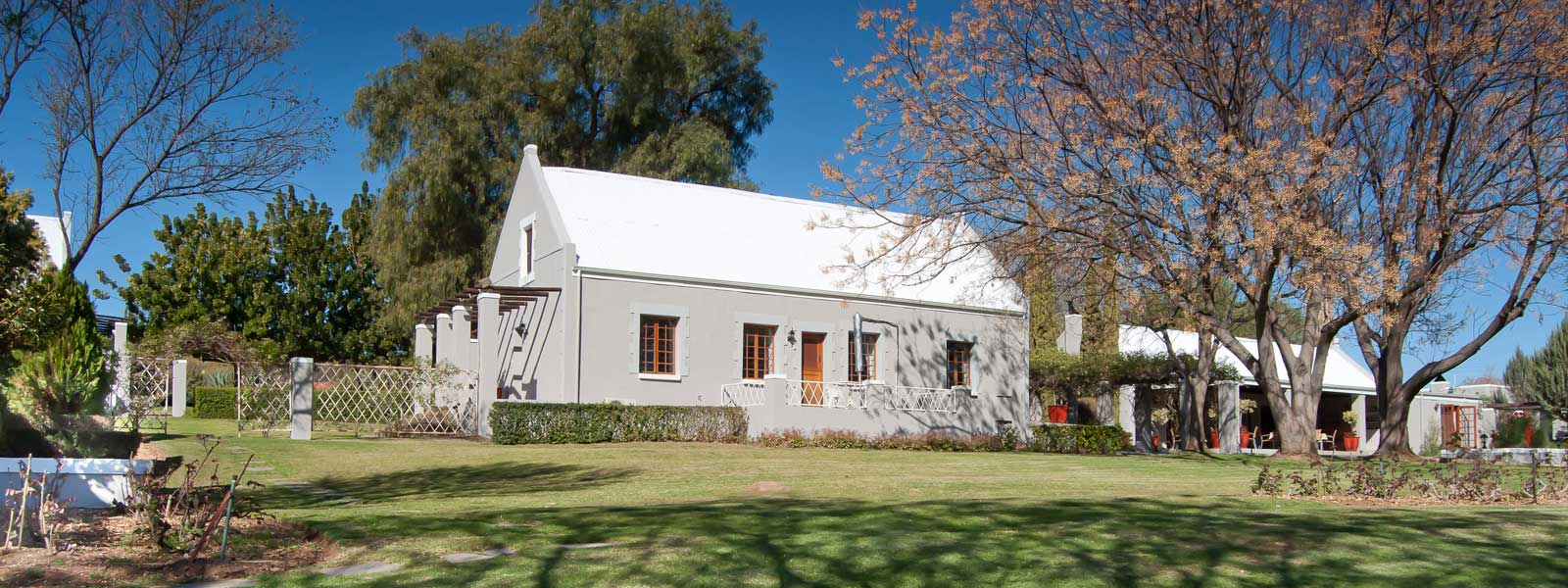throntree country lodge in oudtshoorn garden